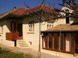 Двуетажна реновирана и обзаведена къща на 23 км от Велико Търново
