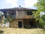 Три парцела земя, стара къща и овощна градина на 8 км от Габрово