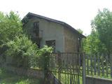 Тухлена двуетажна вила в населено място на 30 км от гр. Велико Търново