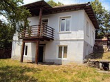 Двуетажна къща с камина в село на 20 км от гр. Габрово и Севлиево