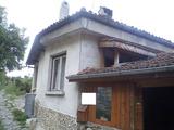 Двуетажна къща с двор и прекрасна панорама във Велико Търново