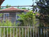 Едноетажна селска къща на 35 км от гр. Елхово и на 25 км от гр. Раднево