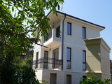 Луксозна триетажна къща с двор във вилна зона Червенка