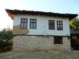 Селска двуетажна къща с двор близо до с. Царева ливада