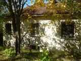 Къща с двор и красива панорама към река Дунав и румънския бряг