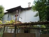 Стара къща с два парцела и стопанска постройка край Сандански и Мелник