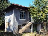 Къща с двор на 20 км от Велико Търново