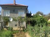 Двуетажен селски имот на 35 км. от Велико Търново