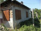 Едноетажна,  частично ремонтирана къща на 15 км от Велико Търново