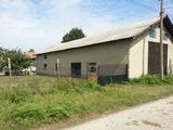 Складови помещения и едноетажна къща на 33 км от Русе