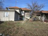 Тухлена къща с двор на 50 км от Велико Търново