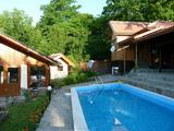 Две кокетни вили с басейн в село на 10 км от Априлци