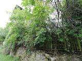 Триетажна тухлена вила с двор на 3 км от село Боженци
