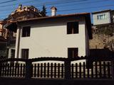 Двуетажна реновирана къща в идеaлeн център на Велико Търново
