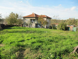 Cozy house with garden near Parvomay and dams