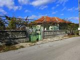 Двуетажна къща с двор на 25 км от гр. Ямбол