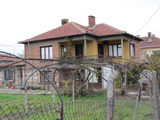 Cozy house with garden 24 km from Plovdiv