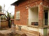 Едноетажна тухлена къща на 35 км от Велико Търново