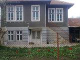 Масивна селска къща с двор на 30 км от Велико Търново