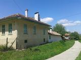 Едноетажна къща с двор  в село на 20 км от Велико Търново