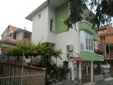 Четириетажна къща с двор в центъра на Созопол