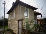 Двуетажна, готова за нанасяне къща, с двор в село на 30 км. от Велико Търново