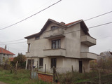 3-storey house with garage in the center of Kableshkovo