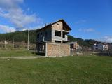 Триетажна къща с двор в покрайнините на Разлог
