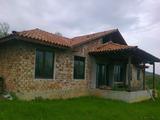 Масивна къща само на 4 км от центъра на гр. Габрово