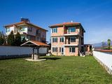 Триетажна къща с двор на 6 км от Благоевград