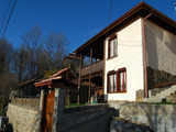 Автентична реновирана българска къща близо до град Троян