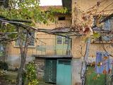 Двуетажна къща с двор и гараж на 30 км от Велико Търново