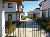 Новопостроени къщи в комплекс на 15 км от Слънчев Бряг
