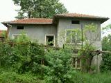 Двуетажна къща с голям двор, на 30 км от Велико Търново