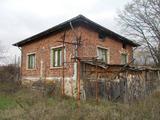 Едноетажна къща с двор място в село на 17 км от Сандански и Петрич