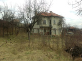 Масивна селска къща с голям двор, на 40 км от Велико Търново
