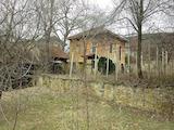 Двуетажна къща в китно полупланинско село на 35 км от Велико Търново