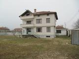 Двуетажна къща с двор в с. Виноградец, на 60 км от Пловдив