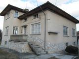 Двуетажна къща в град Ракитово