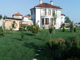 Чудесна двуетажна къща с двор на 10 км от Бургас