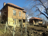 Селска къща с голям двор на 18 км от Габрово