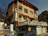 Готова за живеене еднофамилна къща-близнак в град Свети влас