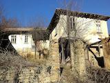 Двуетажна селска къща с плевня, само  на 15 км от с. Боженци