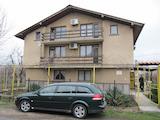 Хубава триетажна къща за почивка край Пазарджик