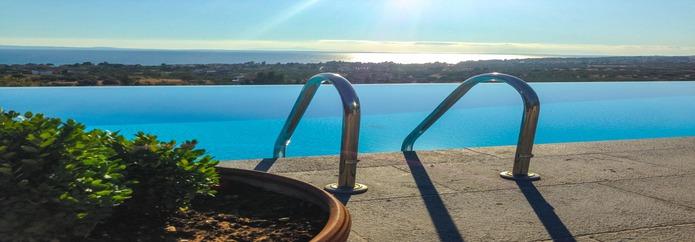 Курортна вила с басейн