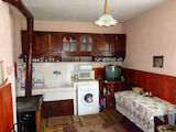 Solid house with yard 10 km from the town of Sandanski