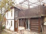 Реновирана двуетажна къща само на 2 км от Трявна