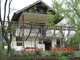 Двуетажна вила с двор само на 3 км от град Трявна