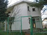 Масивна двуетажна къща само на 19 км от град Русе