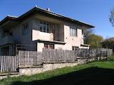 Масивна двуетажна къща с гараж в Еленския Балкан
